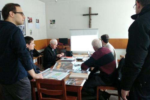 Dielna Bies przedstawia projekty ks. Proboszczowi i organistom.